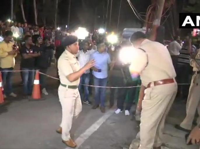 Assam: Six people injured in explosion outside a mall on Zoo road in Guwahati, area cordoned off, police present at the spot; injured persons referred to Guwahati Medical College Hospital. | असम के गुवाहाटी में मॉल के बाहर ग्रेनेड से हमला, 1 की मौत, 7 घायल
