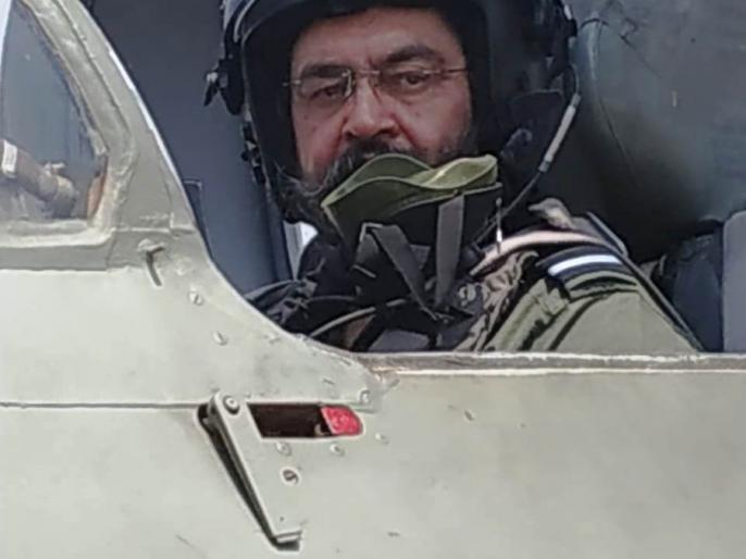 Air Chief Marshal Birender Singh Dhanoa flew three solo sorties of MiG-21 T-96 fighter aircraft in Sulur, Tamil Nadu. | एयर चीफ मार्शल बी एस धनोआ नेमिग-21 टाइप-96 लड़ाकू विमान में अकेले उड़ान भरी