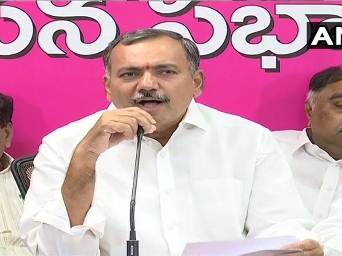Gandra Venkataramana Reddy,ex Telangana Congress MLA who recently joined TRS said we are not sheep or buffaloes   तेलंगाना: कांग्रेस छोड़ TRS ज्वाइन करने वाले विधायक ने कहा-हम भेड़ या भैंस नहीं जो कोई हमें खरीद सके