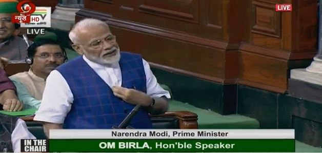 PM Modi in Lok Sabha: Who did it? Who did it? was being asked by some people during the debate. Today is 25th June. Who imposed the Emergency? We can't forget those dark days. | मोदी ने आपातकाल पर कहा,उस रात को 'देश की आत्मा को कुचल दिया गया था,मीडिया को दबोच दिया गया था'