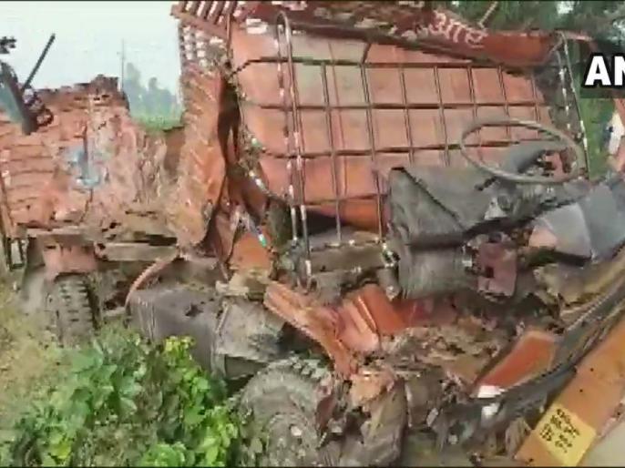 15 Killed, 36 Injured In Road Accident In Uttar Pradesh   उत्तर प्रदेश के दो जिलों में अलग-अलग सड़क दुर्घटनाओं में 15 लोगों की मौत,36 अन्य घायल