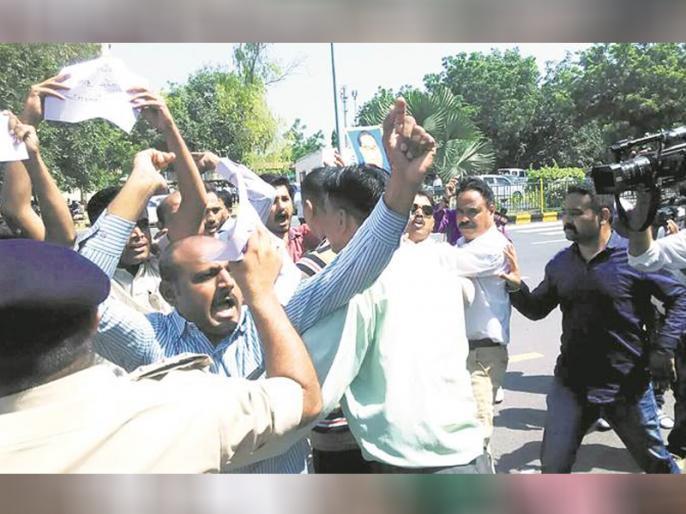 Bharat Band Anti Reservation and Opposition of All India Dalit Protest | आरक्षण पर बिफरने वाले सवर्णों को 'भारत बंद' करने के बजाय पकौड़े तलने चाहिए