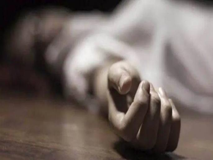 all family members commit suicide after death of husband due to corona in gujrata dwarka | गुजरात से सामने आया दिल दहला देने वाला मामला, कोरोना से पति की मौत के बाद पत्नी ने दो बेटों सहित की आत्महत्या