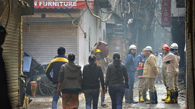 Heavy fire in Delhi: out of total 43 killed, 38 were from Bihar, 35 bodies were sent to Bihar.   दिल्ली में भीषण आगःमारे गये कुल 43 लोगों में से 38 बिहार के थे, 35 के शव भेजे गए पटना