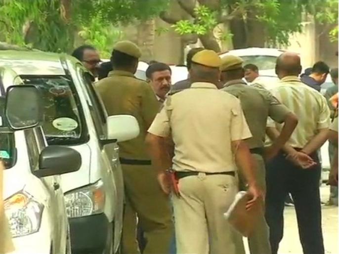 Delhi: Body of man & woman found in car in Rohini, Police Investigation underway   दिल्ली: कार में महिला-पुरुष की लाश मिलने से सनसनी, गोली मारकर की गई हत्या, जांच में जुटी पुलिस