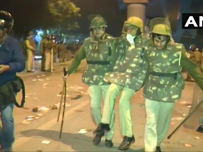 Citizenship Amendment Act: Police enter Jamia campus soon after violence in South Delhi, preparing to capture 'outsiders' | नागरिकता कानून का विरोधः दक्षिण दिल्ली में हिंसा के तुरंत बाद जामिया परिसर में जबरन घुसी पुलिस, छात्रों को खदेड़ा