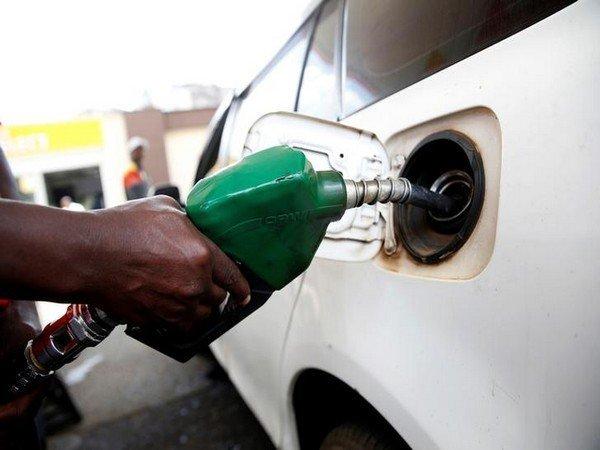 Petrol becomes costlier first time Delhi after 18th consecutive price hike | लगातार 18वीं मूल्यवृद्धि के बाद दिल्ली में पहली बारपेट्रोल से महंगा हुआ डीजल, जनता पर एक और मार