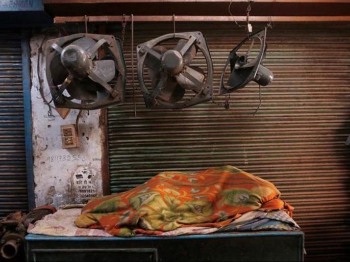 Cold weather in Delhi recorded 7.6 degrees Celsius lowest temperature this season   दिल्ली-NCR में बढ़ी ठंड, दर्ज हुआइस सीजन का सबसे कम तापमान