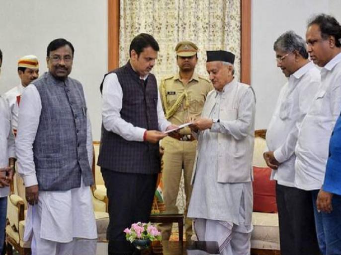 Maharashtra Governor Bhagat Singh Koshyari invited single largest party BJP to form the government | महाराष्ट्र: राज्यपाल ने बीजेपी को सरकार बनाने का भेजा न्योता, देवेंद्र फड़नवीस ने कल दिया था इस्तीफा