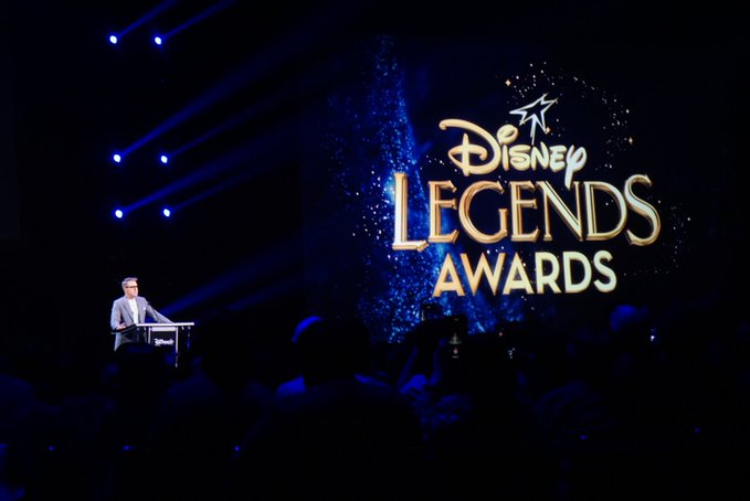 Robert Downey Jr., John Favreau honored with 'Disney Legend' Award | रॉबर्ट डॉनी जूनियर, जॉन फेवरोऊ 'डिज्नी लीजेंड' पुरस्कार से सम्मानित