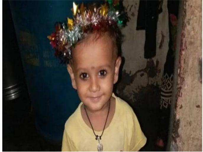 Three year old child falls into the drain in Malad | महाराष्ट्रः मलाड में तीन वर्षीय बच्चा नाले में गिरा, राकांपा और कांग्रेस ने शिवसेना पर साधा निशाना