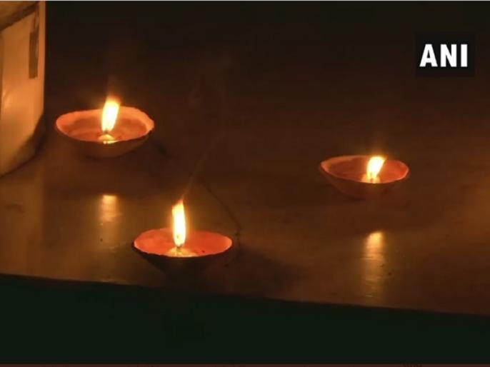 9PM 9Minutes: On PM appeal, crores of Indians lit lamps, candles, mobile phone flashlights | 9PM 9Minutes: प्रधानमंत्री की अपील पर करोड़ों भारतीयों ने दीये, मोमबत्ती, मोबाइल फोन की फ्लैशलाइट जलाई