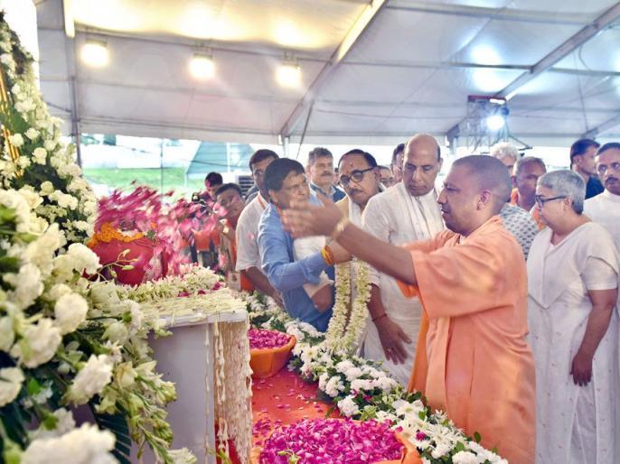 uttar pradesh yogi adityanath government wants to pay kalash yatra atal bihari vajpayee. | अटल बिहारी बाजपेयी की अस्थि विसर्जन का खर्च कोई उठाने को तैयार नहीं योगी सरकार, एक साल से घूम रही फाइल
