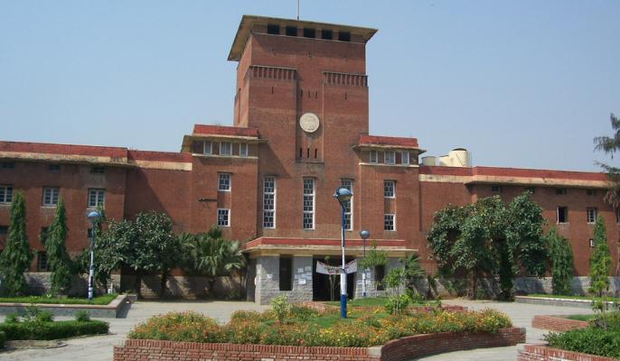 The court allowed the admission of graduate courses of DU on the basis of eligibility criteria of last year. | अदालत ने डीयू के स्नातक पाठ्यक्रमों में पिछले साल के योग्यता मानदंड के आधार पर प्रवेश की अनुमति दी