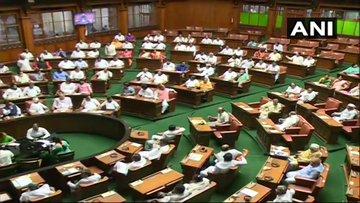 Congress MLA from Karnataka, JD (S) will return from Mumbai after taking oath of rebel MLA Yeddyurappa   कांग्रेस-जद(एस) के बागी विधायक येदियुरप्पा के शपथ लेने के बाद मुम्बई से लौटेंगे