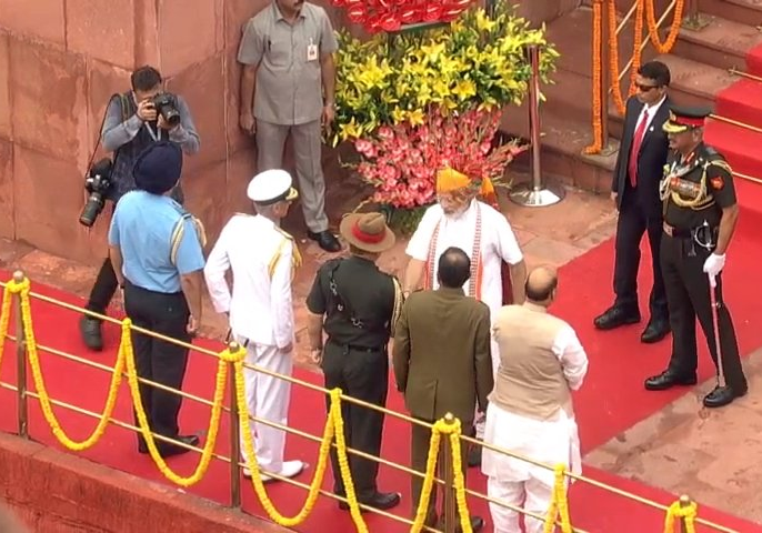 PM Narendra Modi's mega announcement: India will now have Chief of Defence Staff | लाल किले से PM मोदी का बड़ा ऐलान-तीनों सेनाओं के प्रमुख पर एक चीफ की होगी नियुक्ति