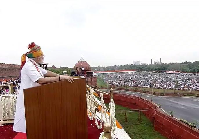 pm narendra modi's independence day speech at red fort sword of triple talaq hung low on our Muslim sisters and mothers. | PM Narendra modi's Independence Day Speech: अगर सती प्रथा तो खत्म कर सकते हैं तो क्यों नहीं हम तीन तलाक के लिए भी आवाज उठाएं