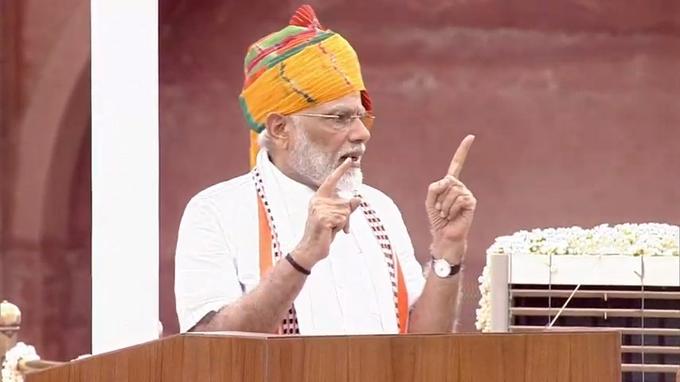 Independence Day: PM Modi said- Set target to visit 15 tourist destinations in India with family by 2022 | स्वतंत्रता दिवसः पीएम मोदी ने कहा- लक्ष्य तय कीजिए 2022 तकपरिवार के साथ भारत के15 पर्यटन स्थलों पर जाएंगे