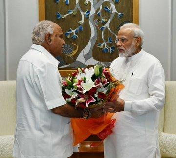 Yeddyurappa met PM Modi, CM said that settlements will be named after those who donate more than Rs 10 crore | पीएम मोदी से मिले येदियुरप्पा, सीएम ने कहा-10 करोड़ रुपये से अधिक दान देने वालों के नाम पर बस्तियों का नाम रखा जाएगा