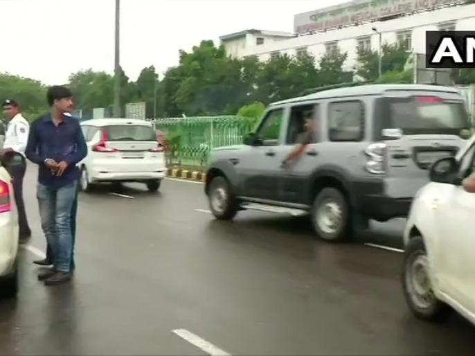 Delhi: RSS Chief Mohan Bhagwat leaves from AIIMS where Arun Jaitley is admitted | RSS चीफ मोहन भागवत अरुण जेटली को देखने एम्स पहुंचे, पूर्व वित्त मंत्री जीवन रक्षक प्रणाली पर
