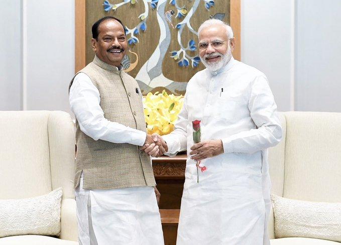 Jharkhand Chief Minister Raghubar Das met Prime Minister Narendra Modi in Delhi | पीएम मोदी से मिले सीएम दास,सरकार की ओर से चलायी जा रहीं विकास योजनाओं की जानकारी दी
