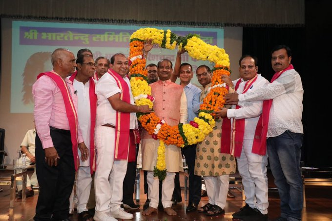 Brahmins have always held a high position in the society, this place is the result of their sacrifice, penance, that is why the Brahmin society remained in the role of guide: Birla   समाज में ब्राह्मणों का हमेशा से उच्च स्थान रहा है,यह स्थान उनकी त्याग, तपस्या का परिणाम है, यही वजह है कि ब्राह्मण समाजमार्गदर्शक की भूमिका में रहाः बिरला