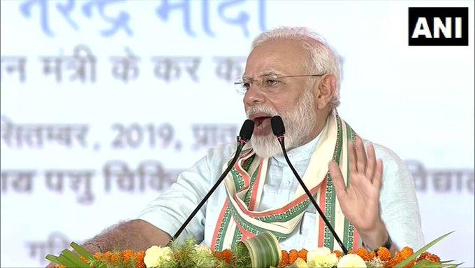 Hearing the name of 'Oun' and 'Cow', the hair and ears of some people stand up, it gets electrocuted: PM Modi   ऊँ और गाय नाम सुनते ही कुछ लोगों के बाल-कान खड़े हो जाते हैं, करंट लग जाता हैःपीएम मोदी