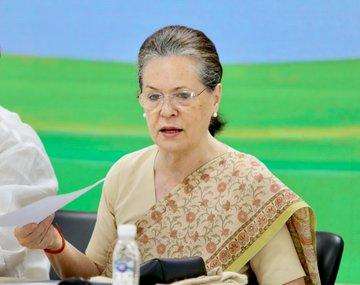 Important meeting of Congress led by Sonia Gandhi, Manmohan, Priyanka and many others included, Rahul was invited but remained missing | सोनिया गांधी की अगुवाई में कांग्रेस की अहम बैठक, मनमोहन, प्रियंका सहित कई शामिल, आमंत्रित थे राहुल लेकिन गायब रहे