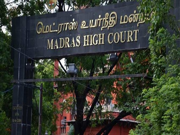 How many liters of blood is needed by the state government to paint the roads: High Court, Tamil Nadu government reprimanded for illegal hoarding | राज्य सरकार को सड़कों को पेंट करने के लिए और कितने लीटर खून की जरूरत हैः हाईकोर्ट,अवैध होर्डिंग को लेकर तमिलनाडु सरकार को फटकार