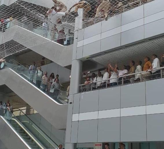 Two teachers tried to commit suicide by jumping from the second floor of the ministry to demand funds for 'Divyang' schools. | दो शिक्षकों ने 'दिव्यांग' स्कूलों के लिए धनराशि की मांग को लेकर'मंत्रालय' की दूसरी मंजिल से कूदकर आत्महत्या करने का प्रयास किया