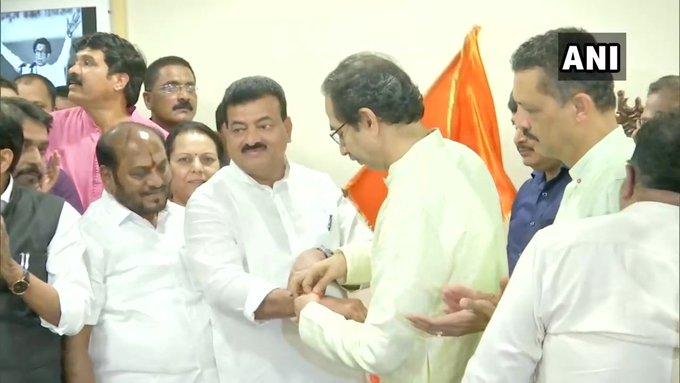 Double blow to NCP in Maharashtra, Bhaskar Jadhav resigns after MP Udayanraje Bhosle, joins Shiv Sena | महाराष्ट्र में NCP को दोहरा झटका,सांसद उदयनराजे भोसले के बादभास्कर जाधव ने इस्तीफा दिया, शिवसेना में शामिल