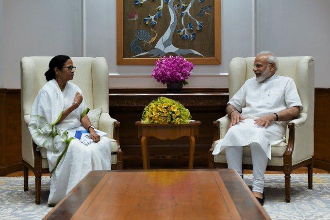 Finally, CM Mamata Banerjee met PM Modi, discussed issues related to Bengal, said - courtesy call | आखिरकार पीएम मोदी से मिलीं सीएम ममता बनर्जी, GIFT में दिया मिठाई और कुर्ता
