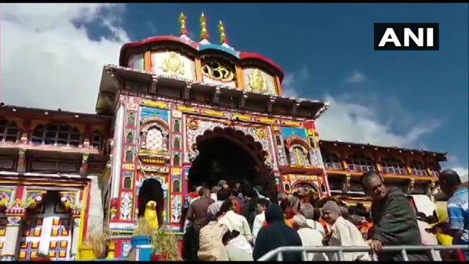 Army Chief General Vipin Rawat visited the world famous Badrinath and Gangotri Dham, reached army camp Harsil directly after worship | विश्व प्रसिद्ध बदरीनाथ और गंगोत्री धामों के दर्शन किएथलसेनाध्यक्ष जनरल विपिन रावत, पूजा के बादसीधे आर्मी कैंप हरसिल पहुंचे