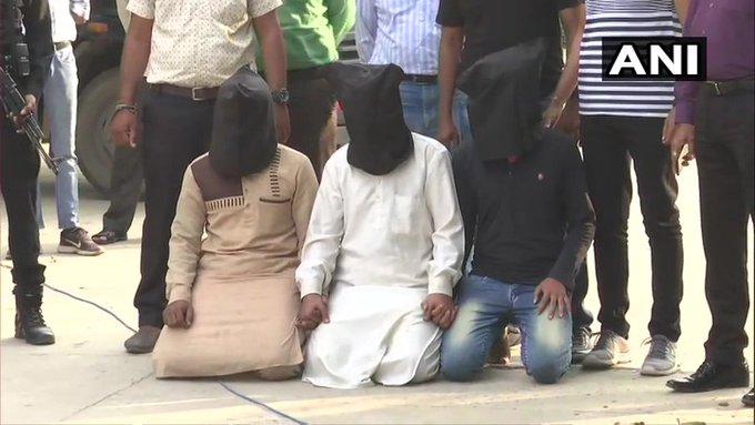 Kamlesh Tiwari murder case: Five detained, including three people from Surat, wife filed case against Mufti Kazmi and Haq | कमलेश तिवारी हत्याकांडःसूरत निवासी तीन लोगों समेत पांच हिरासत में,पत्नी ने मुफ्ती काजमी औरहक परमामला दर्ज कराया