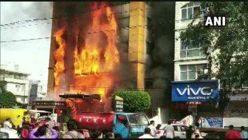 Fire In a hotel in Indore Madhya Pradesh update news rescue operation underway | मध्य प्रदेश: इंदौर के एक होटल में लगी भीषण आग, कई लोगों के फंसे होने की आंशका, रेस्क्यू ऑपरेशन जारी