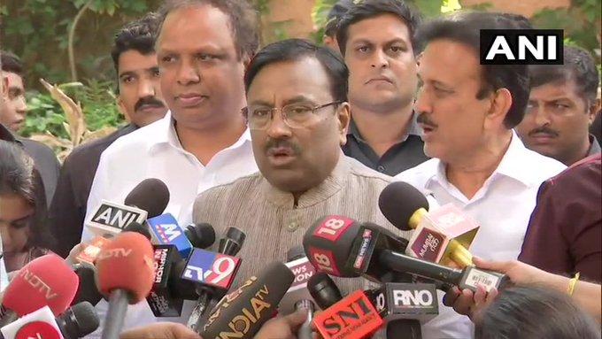 Pulling in Maharashtra: BJP meeting, Governor Koshyari said- 'Tell the will and ability', the largest party | महाराष्ट्र में खींचतानः भाजपा की बैठक,राज्यपाल कोश्यारी ने कहा- सबसे बड़ी पार्टी'इच्छा और क्षमता बताएं'