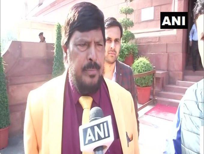 Three years BJP Chief Minister and two years Shiv Sena became a CM, Union Minister Athawale suggested to Sanjay Raut   तीन साल भाजपा के मुख्यमंत्री और दो सालशिवसेना से कोई सीएम बने,केंद्रीय मंत्रीआठवले नेसंजय राउत को दियासुझाव