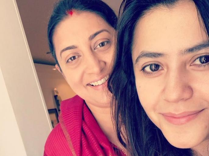 Smriti Irani and Ekta Kapoor walk 14 km barefoot to the Siddhi Vinayak Temple | 14 किमी पैदल चल सिद्धिविनायक मंदिर दर्शन करने पहुंचीं स्मृति ईरानी, अमेठी जीत के लिए थी मन्नत!