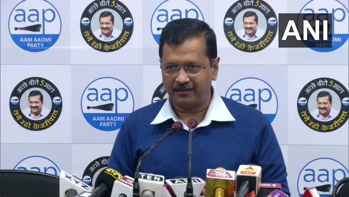 Delhi Assembly elections: CM Kejriwal celebrating 15 MLAs denied tickets, will not join any party | दिल्लीविधानसभा चुनावःटिकट से वंचित 15 विधायकों के मना रहे सीएम केजरीवाल, किसी दल में नहीं जाएंगे