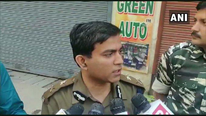 Delhi Metro Rail Corporation (DMRC): Entry & exit gates of Udyog Bhawan, Patel Chowk, Central Secretariat and Janpath have been closed | CAA के खिलाफ हिंसा, पिंक लाइन पर 5 और येलो पर 4मेट्रो स्टेशन बंद,उत्तर-पूर्वी दिल्ली में 144 लागू