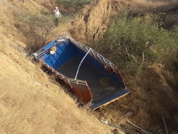 10 pilgrims killed, around 40 others injured after truck overturns in Etawah, Uttar Pradesh | इटावा में भीषण सड़क हादसा, ट्रक 30 फीट गहरे गड्ढे में गिरा, 12 श्रद्धालुओं की मौत, करीब 40 घायल