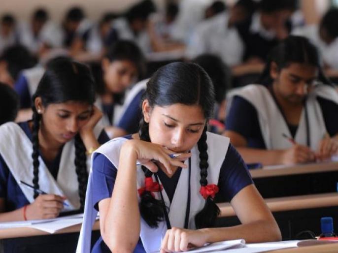 Uttar pradesh report 3 lakh duplicate candidates left examination in 2018 | यूपी में नकल पर रोक, सख्ती की वजह से पिछले 3 लाख नकलचियों ने छोड़ी परीक्षा