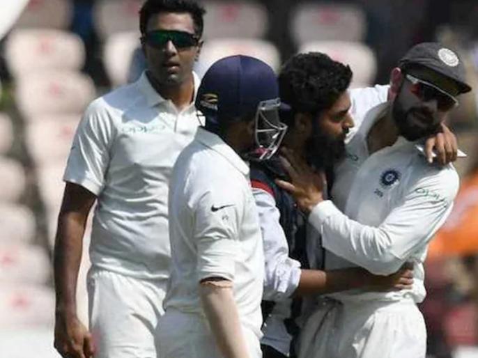 Case filed against fan who breaches security to take selfie with Kohli in Hyderabad | Ind vs Win: मुश्किल में फंसा कोहली के साथ सेल्फी लेने वाला फैन, ग्राउंड के बीच जाकर लगाया था गले