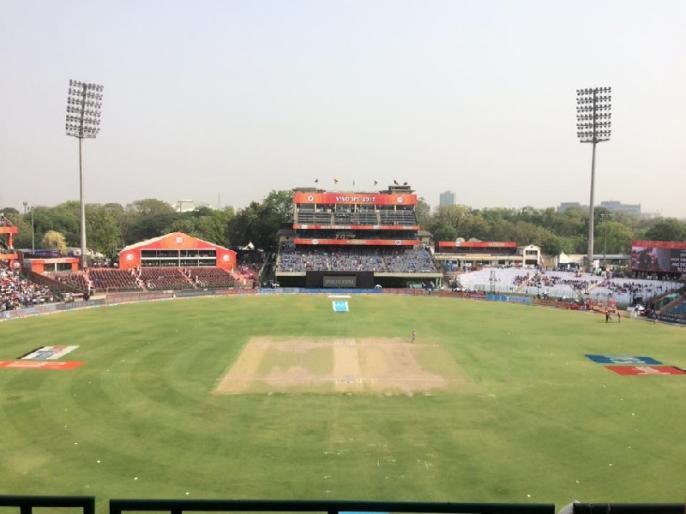 Delhi: Feroz Shah Kotla stadium turned into Covid-19 centre   फिरोजशाह कोटला स्टेडियम बना 'कोविड-19 सेंटर', हजारों प्रवासी मजदूरों की घर वापसी से पहले ठहरने और टेस्टिंग की व्यवस्था