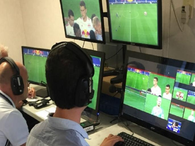 fifa world cup 2018 new techniques video assistant referee var and telstar ball | फीफा वर्ल्ड कप 2018: VAR, चिप लगी टेलस्टर गेंद सहित टूर्नामेंट में दिखेंगे ये पांच बड़े बदलाव
