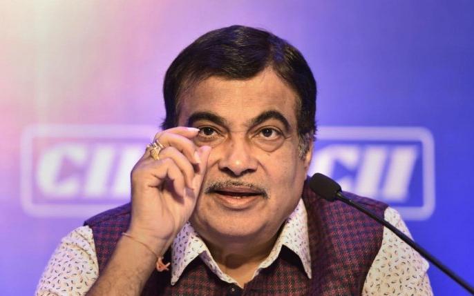 Pollution certificate of Nitin Gadkari's car fake, Maharashtra Transport Minister Diwakar Rawate ordered inquiry | नितिन गडकरी की कार के प्रदूषण प्रमाणपत्र फर्जी, महाराष्ट्र के परिवहन मंत्री दिवाकर रावते ने दिए जांच के आदेश