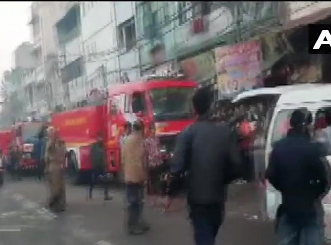 more than 30 people dead in fire incident at Rani Jhansi Road, says Delhi Police | दिल्ली के रानी झाँसी रोड स्थित एक घर में लगी आग, 32 लोगों की हुई मौत