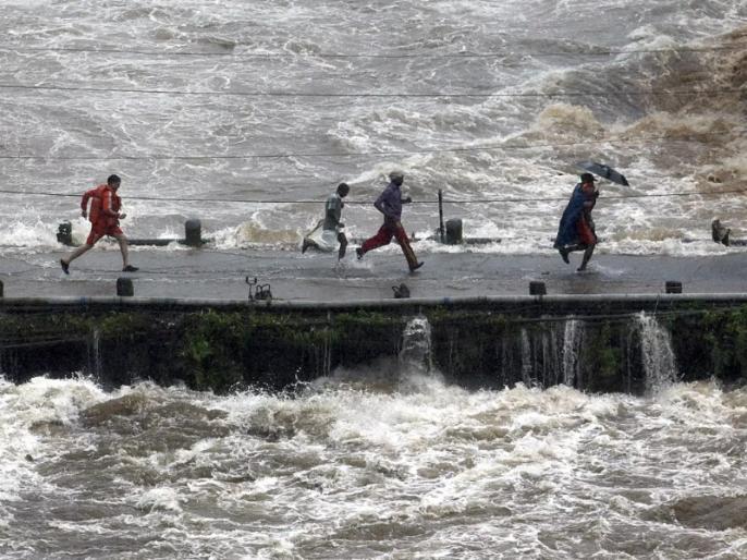 Floods continue in Bihar, Assam, death toll rises to 166   दो पूर्वी राज्यों में बाढ़ का कहर जारी, बिहार-असम में मरने वालों की संख्या बढ़कर 166 हुई