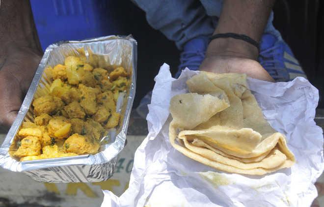 Coronavirus rajasthan kota family opens up its kitchen to the needy amid lockdown | Rajasthanki khabar:रिचा और उनकी सास ने रसोईघर का दरवाजा खोला, रोजाना 400जरूरतमंदों को खाना बनाती हैं...