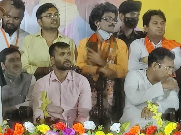 West Bengal Assembly Election Former cricketer Ashok Dinda joins BJPUnion Minister Babul SupriyoKolkata | पश्चिम बंगाल विधानसभा चुनावःपूर्व क्रिकेटर अशोक डिंडा भाजपा औरमनोज तिवारी टीएमसी में शामिल